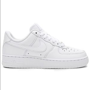 iso: WOMEN's Nike Air Force 1's '07